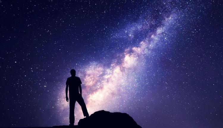 למה היקום כלכך גדל?